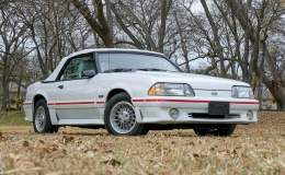 FordMuscle.com: Dennis Collins To Auction Off 18 Pristine Fox Mustangs